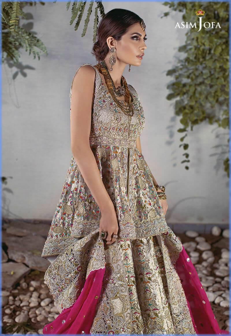 unique dress style for bride with pink dupatta