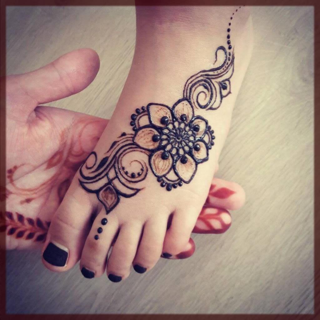 kids feet mehndi design