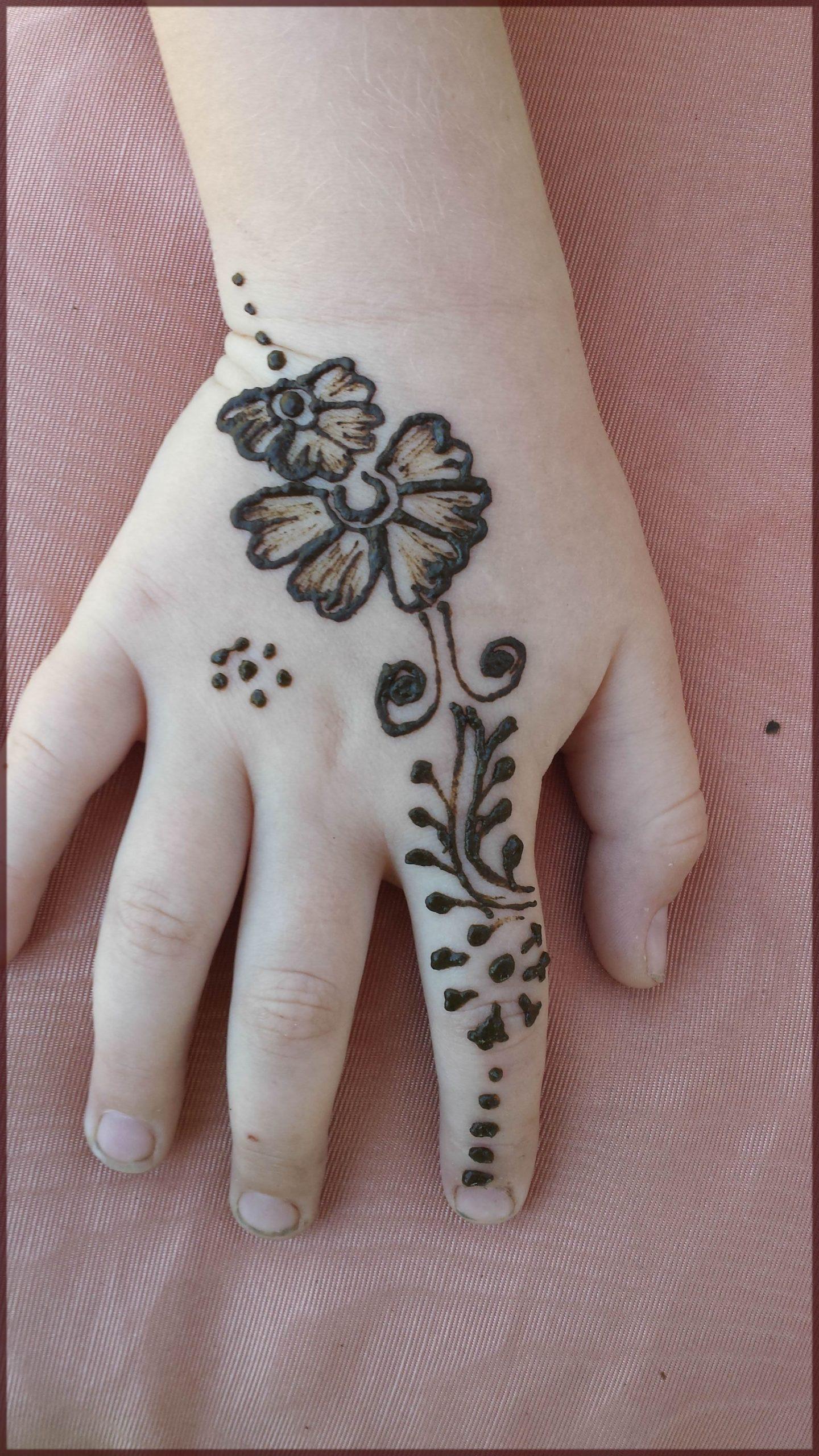 little kid hand mehndi design