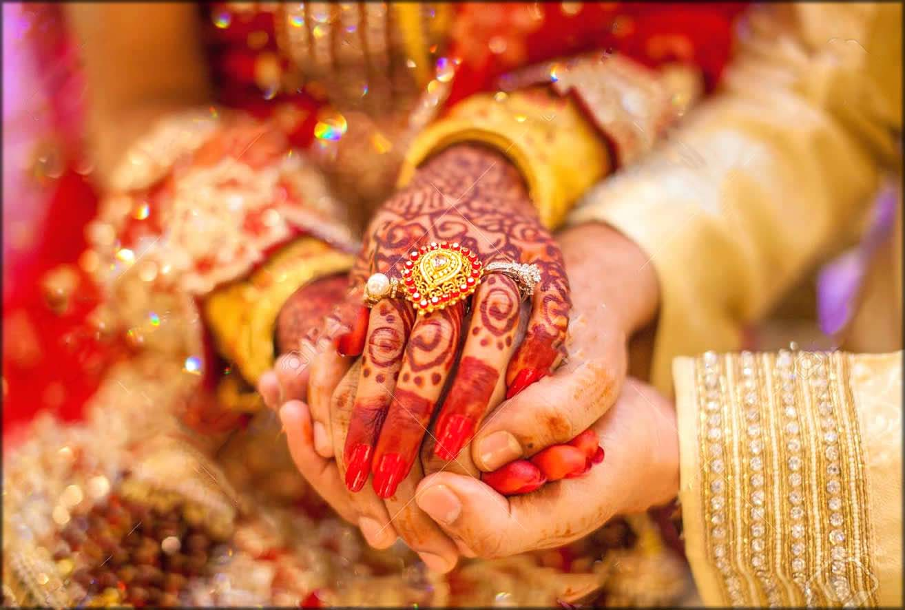 Bangali Paisley Alta Hina Art For Wedding With Gold Hands