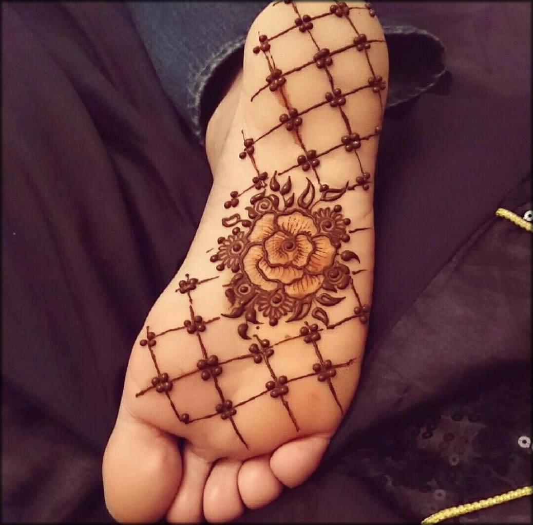 Central Flower Sole Mehndi Design
