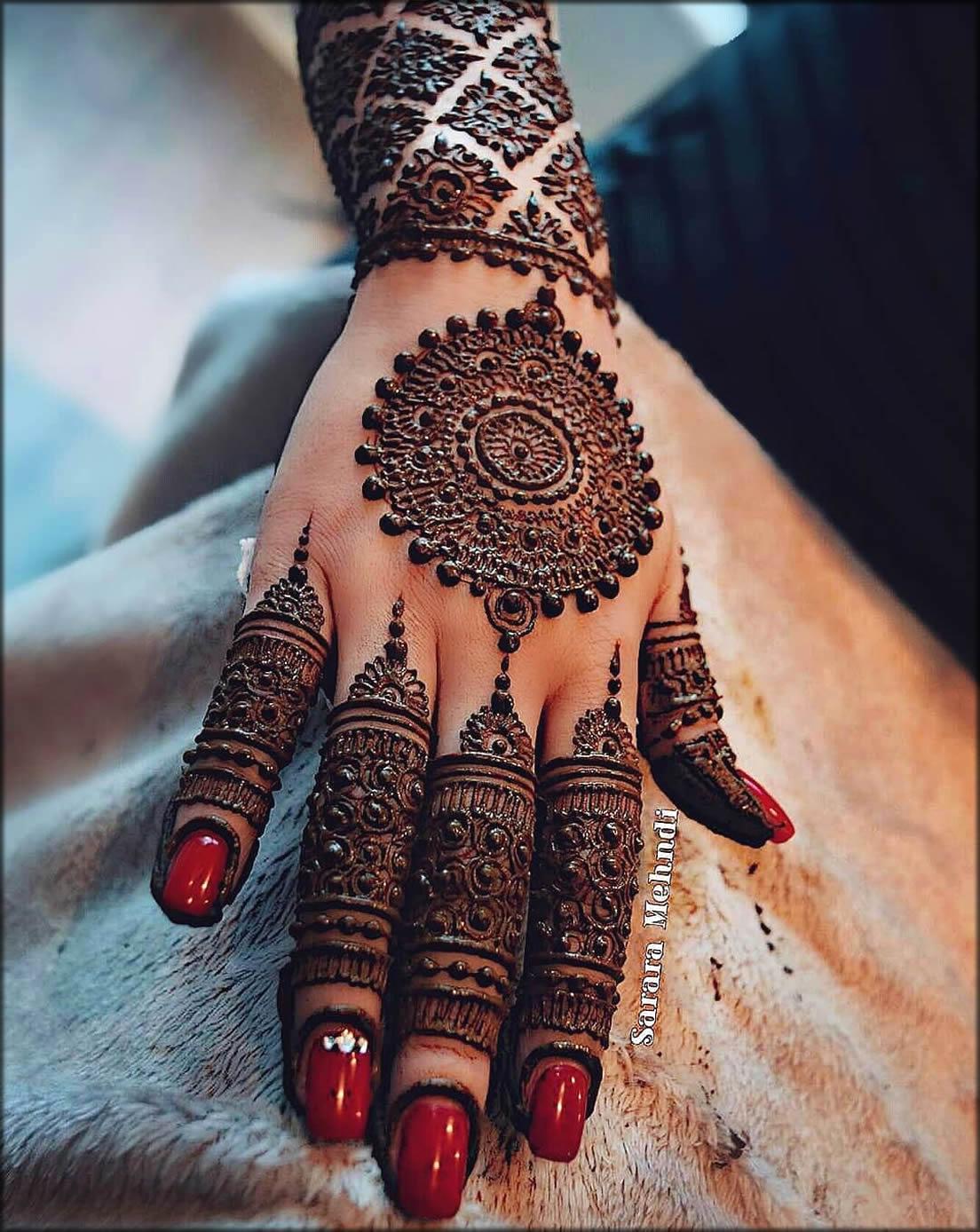 Pakistani Mehndi Design With Black Hina