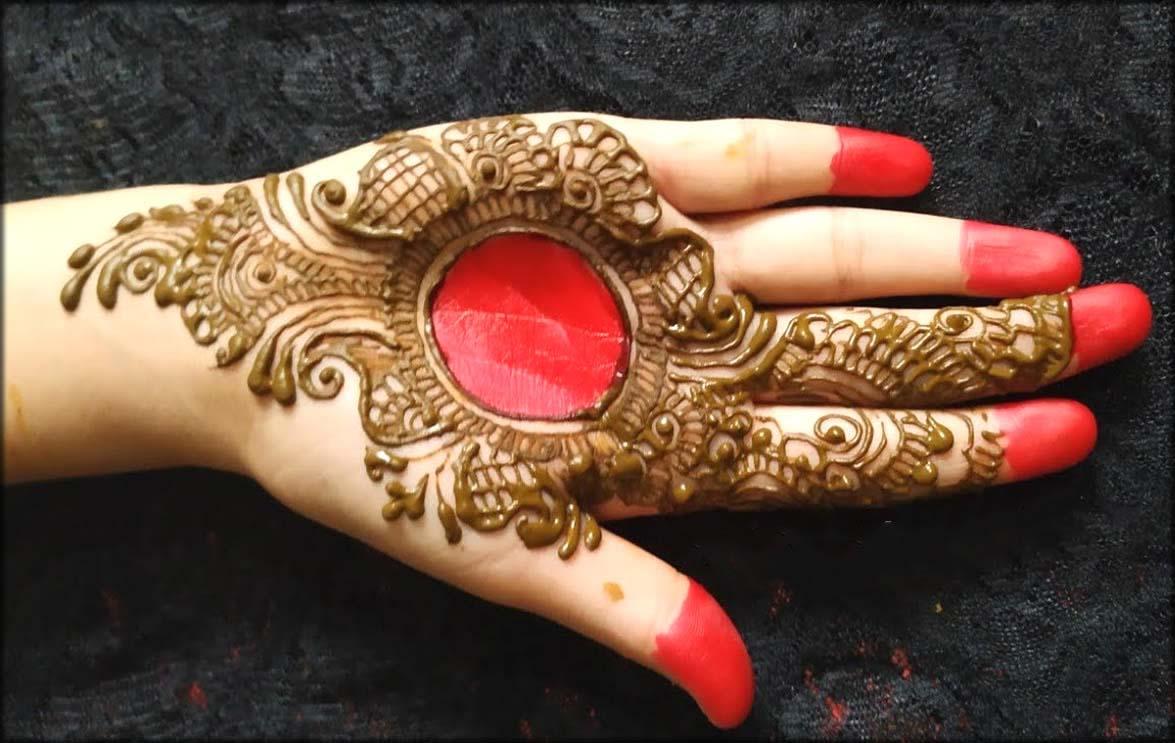 Red Alta With Mehndi Design