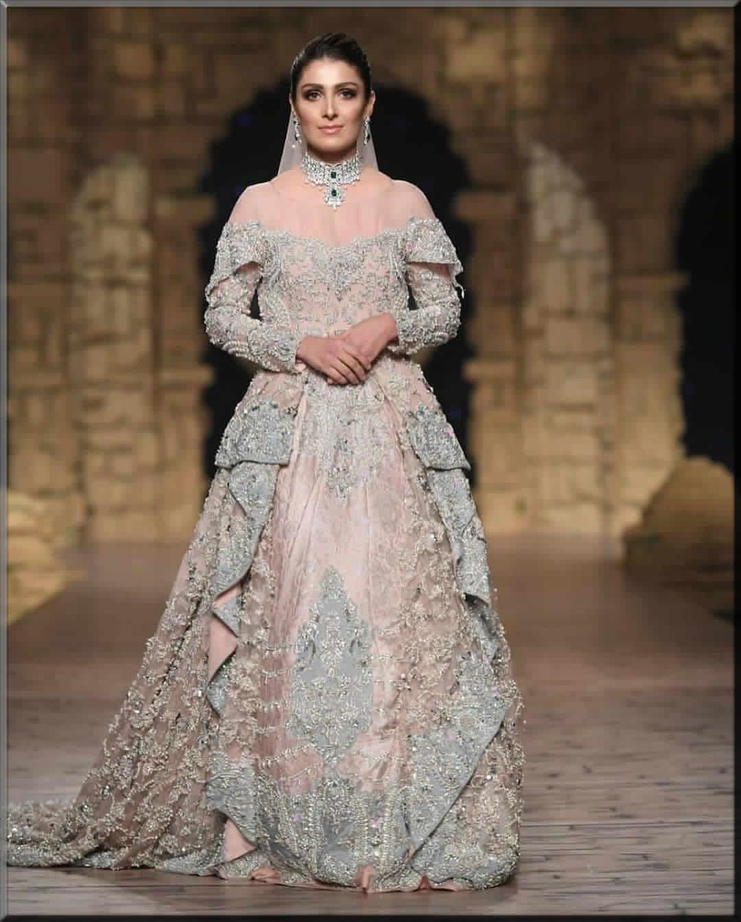 ayeza khan looking good in walima dress