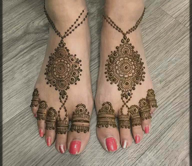 charming and attractive mehndi design for bride feet