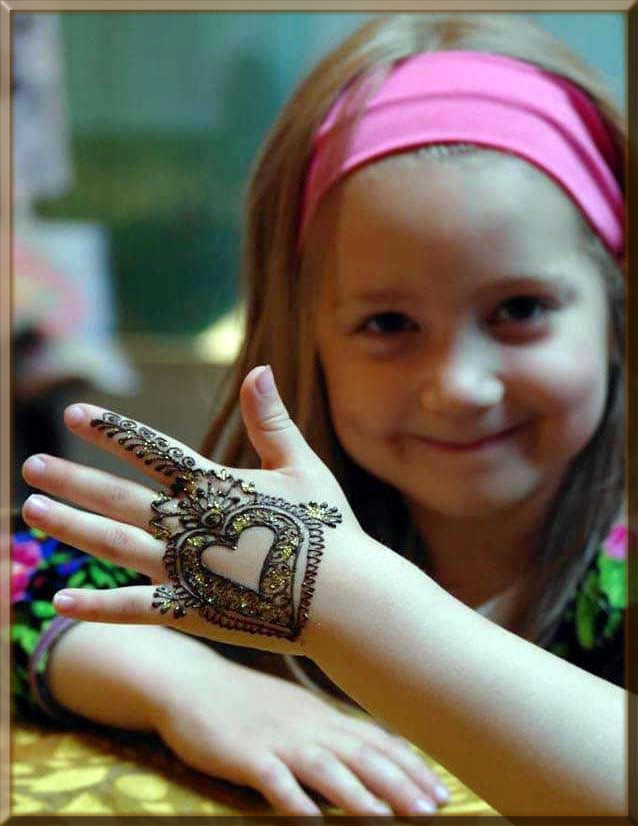 heart shape mehndi designs with glitters for kids