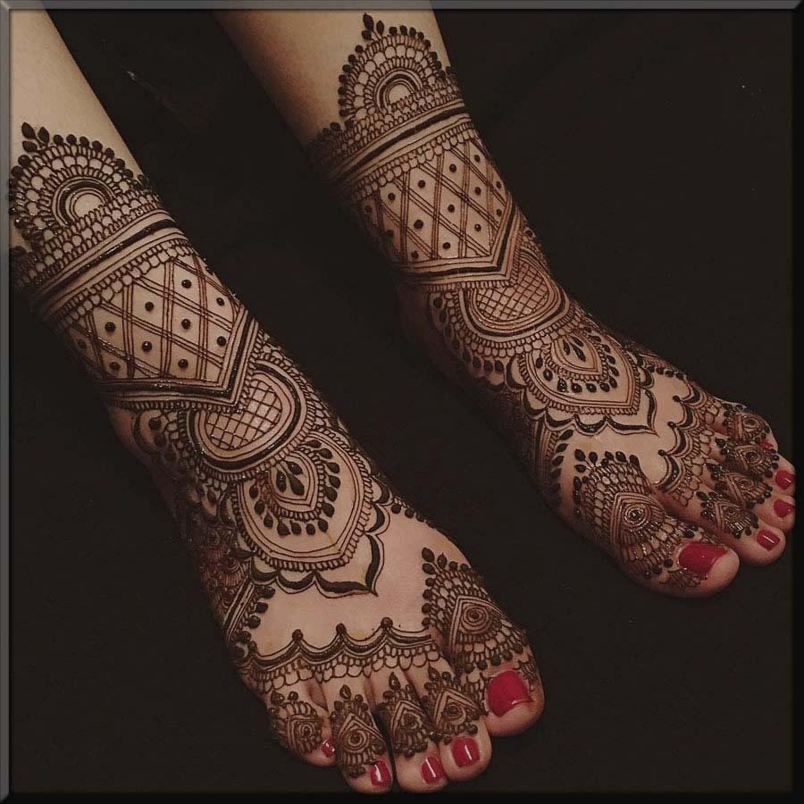 pretty bridal foot mehndi