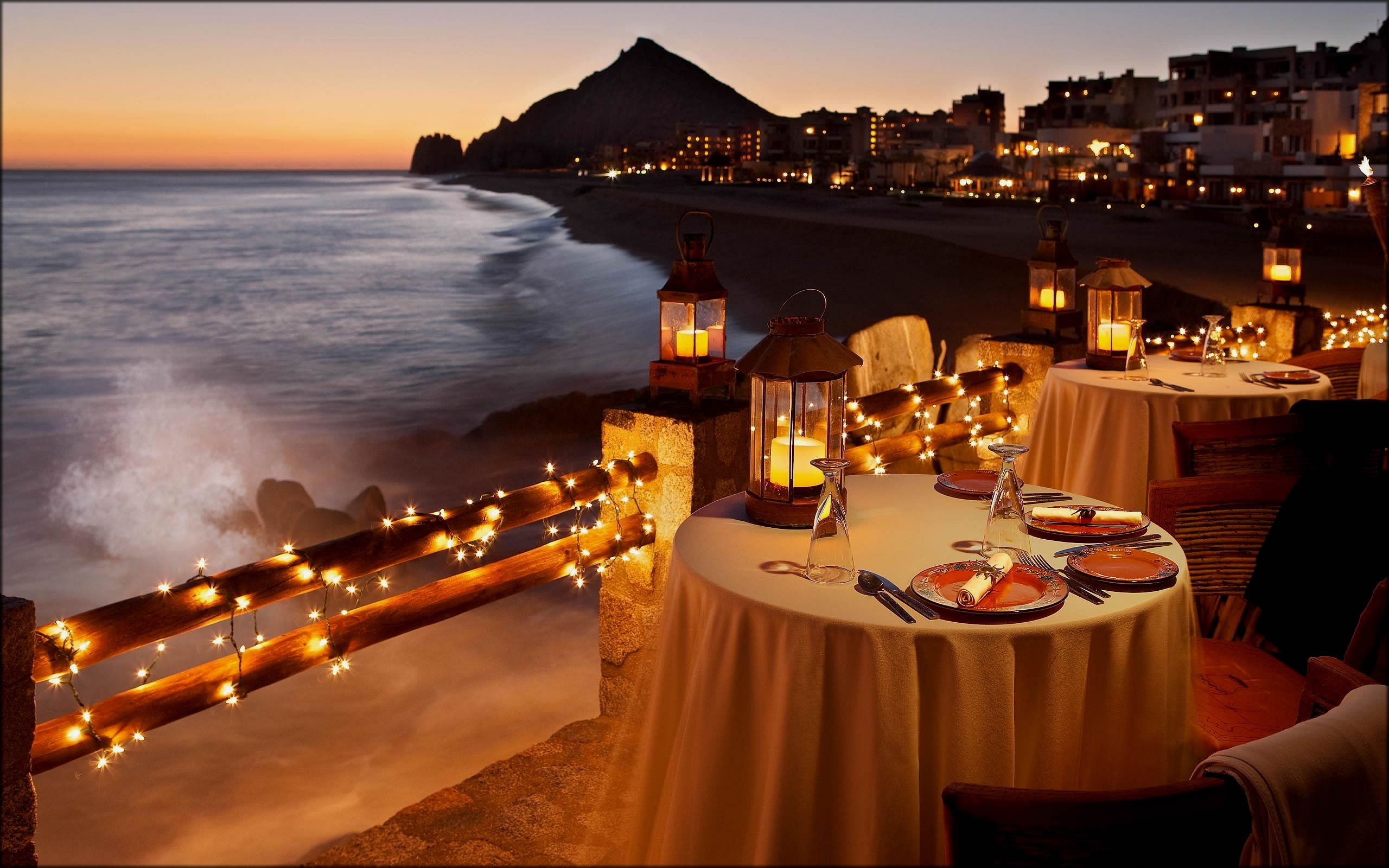 romantic candle light dinner is the best Valentines Day ideas
