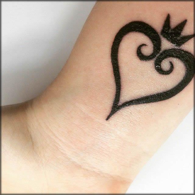 simple hart shape mehndi design