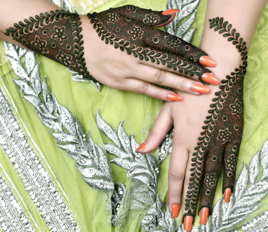 simple floral and swirl kashee's mehndi designs