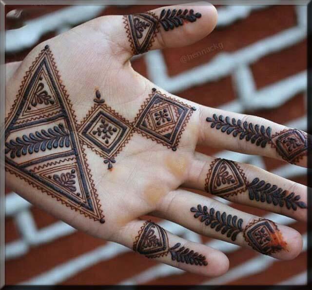 beautiful triangle tikki mehndi designs