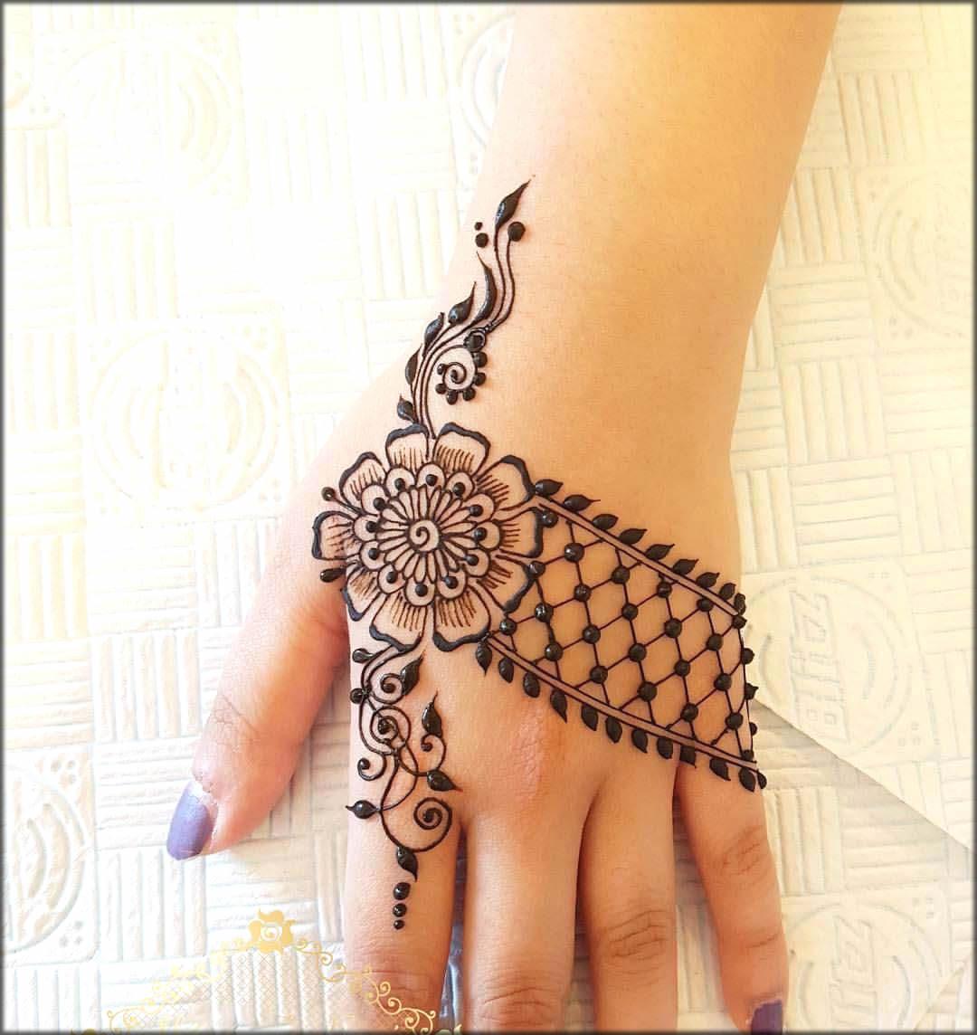 Amazing Arabic Mehndi Design For Back Hand
