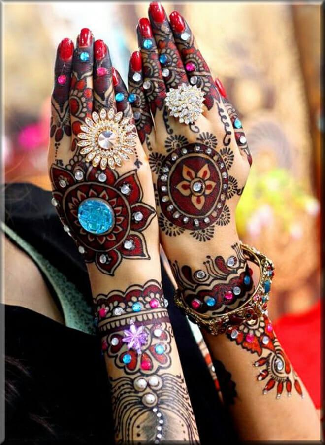 stunning beads mehndi art