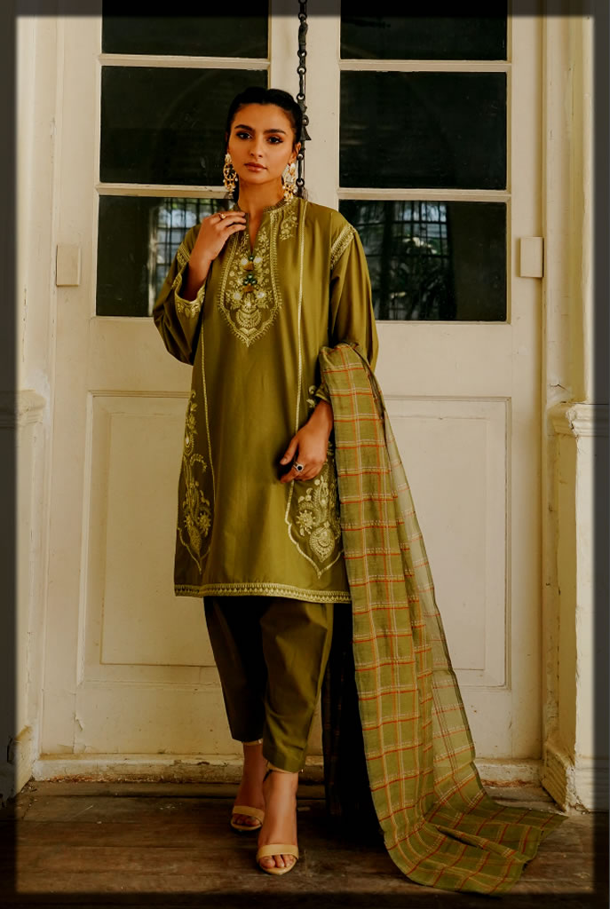 classy Embroidered Lawn suit with yarn dyed dupatta