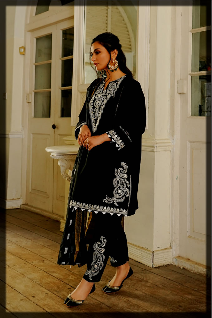 stunning Embroidered Lawn suit for women