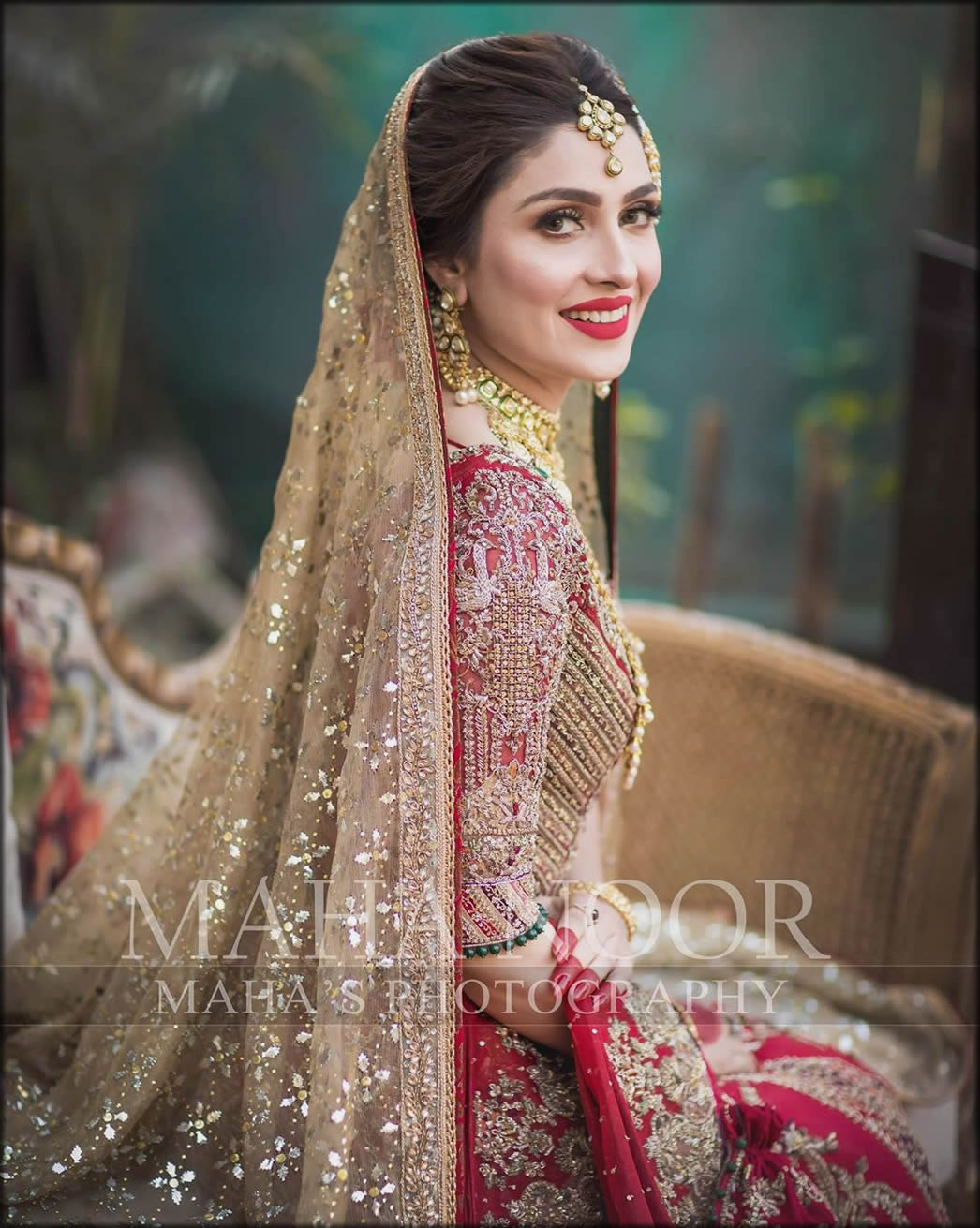 Adjust Pullover For Your Wedding Like Ayeza Khan Bridal Dupatta Setting Styles