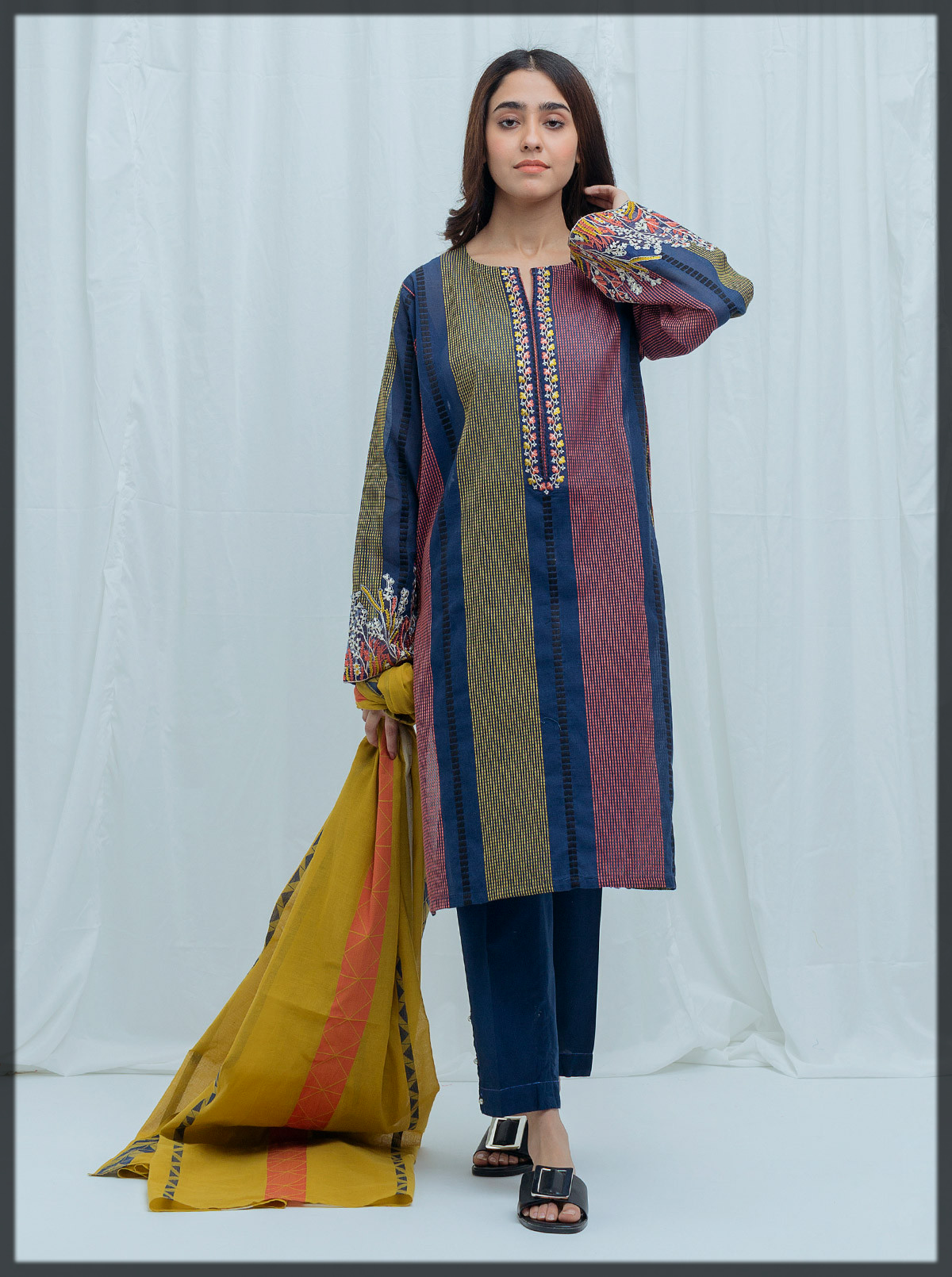Jacquard suit with Jacquard Dupatta