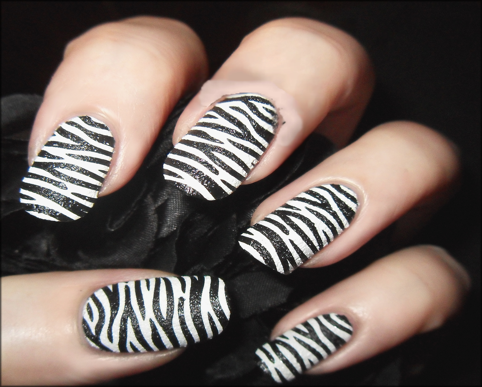 Texture Zebra Nail Art
