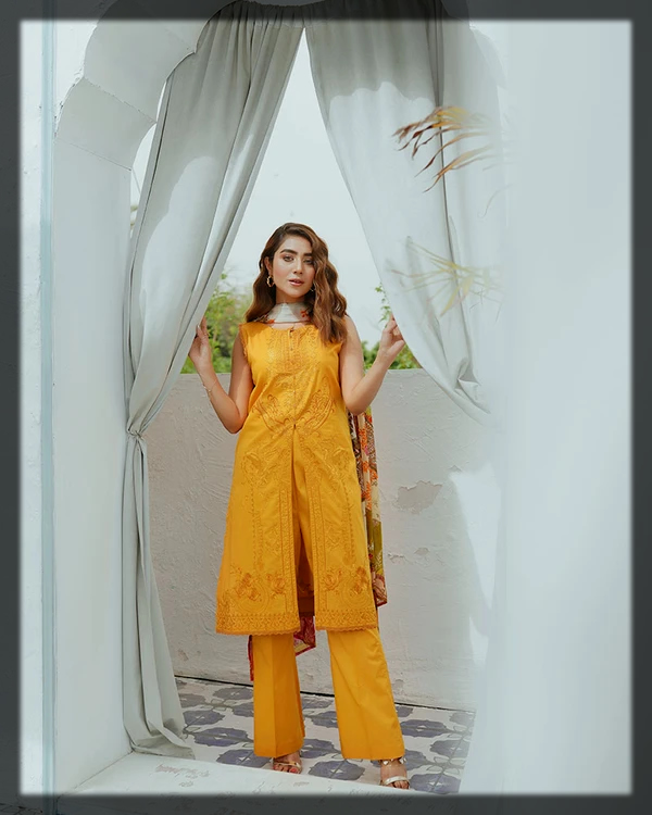 classy Embroidered lawn suit for teens