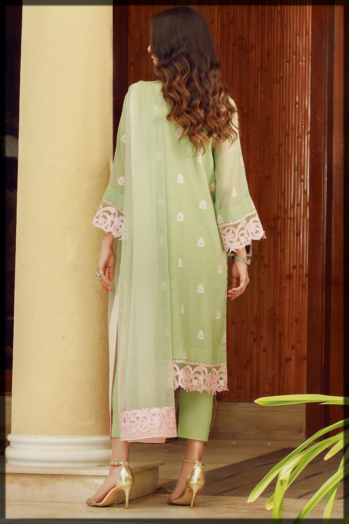 dazzling eid lawn suit for ladies