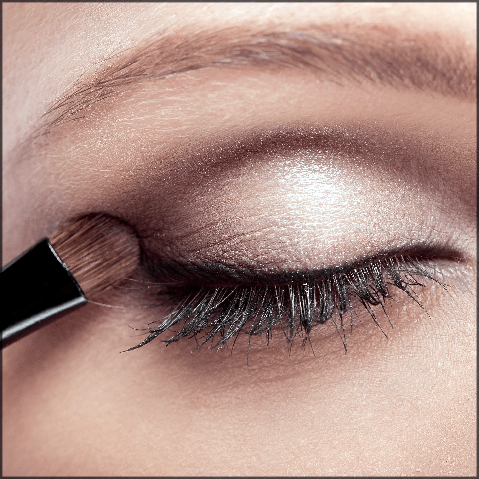 how to apply eyeshadows correctly
