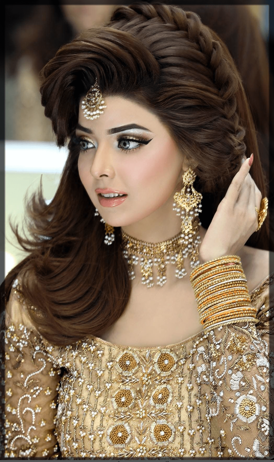 Latest Pakistani Bridal Hairstyles 2020 For Mehndi Barat