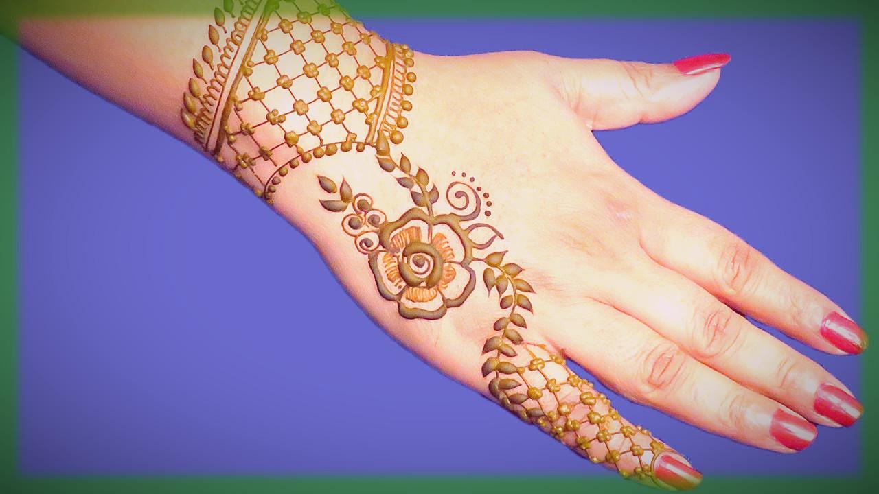 Bracelet Floral Mehndi Design