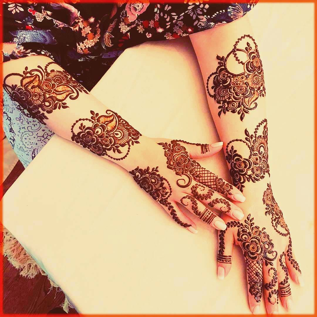 Floral Mehndi Design With Spaces