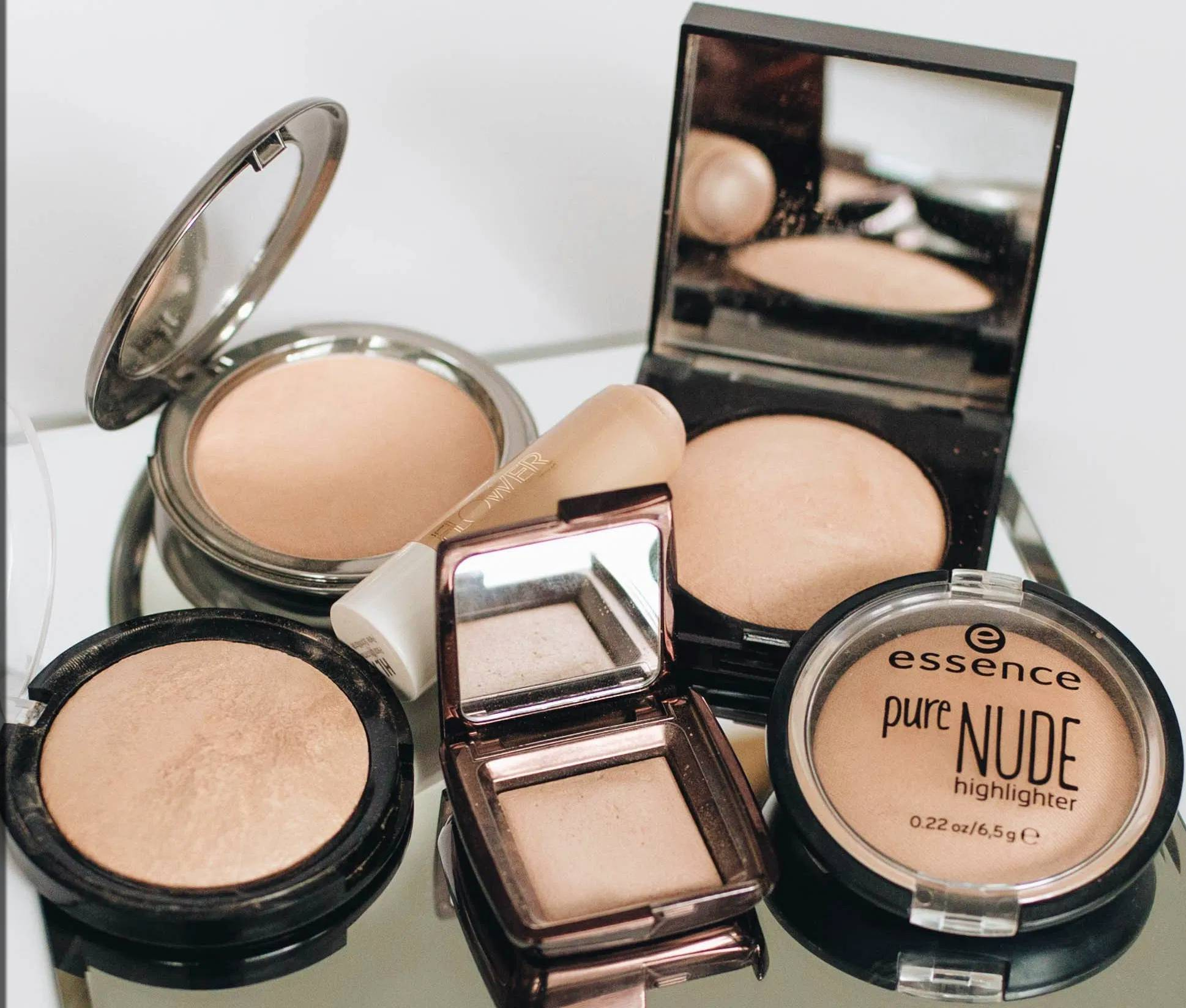 Nude highlighters for oily skin