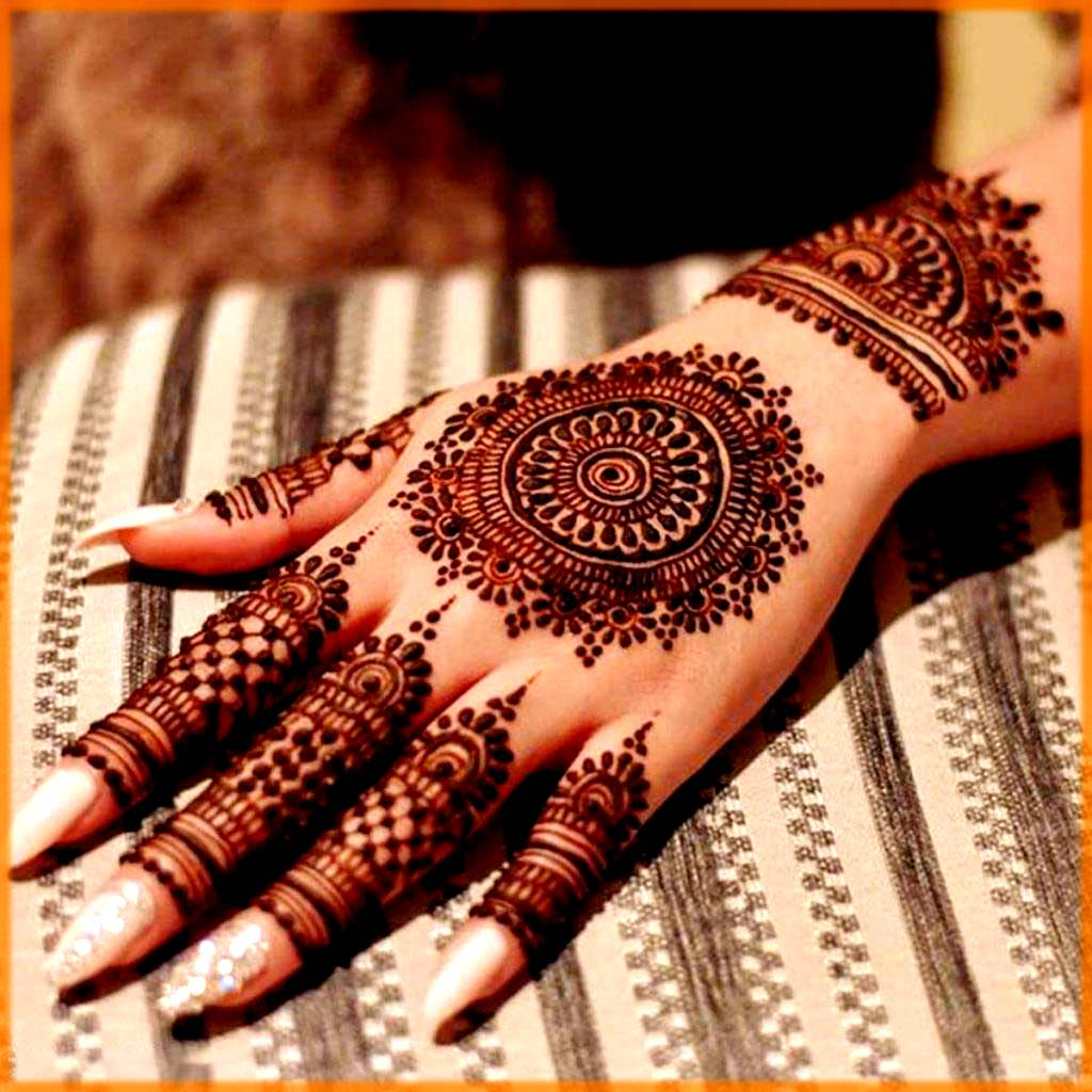 Ocassional floral mehndi