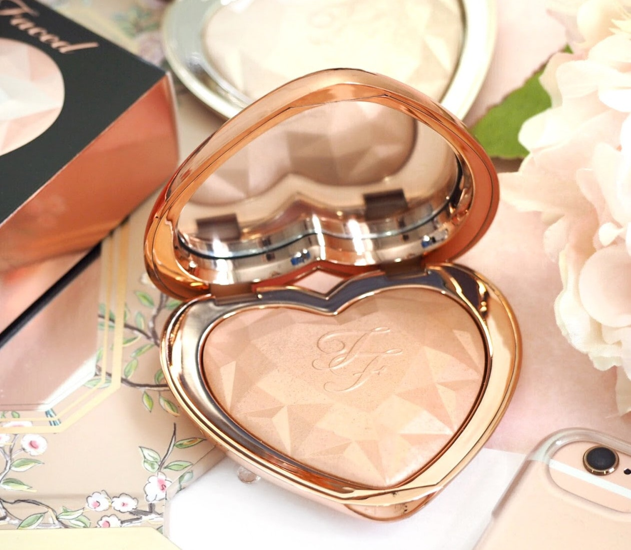 Too Faced Ray of Light Highlighter for all skin tones