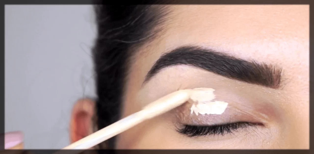 Apply concealer to your eyelids