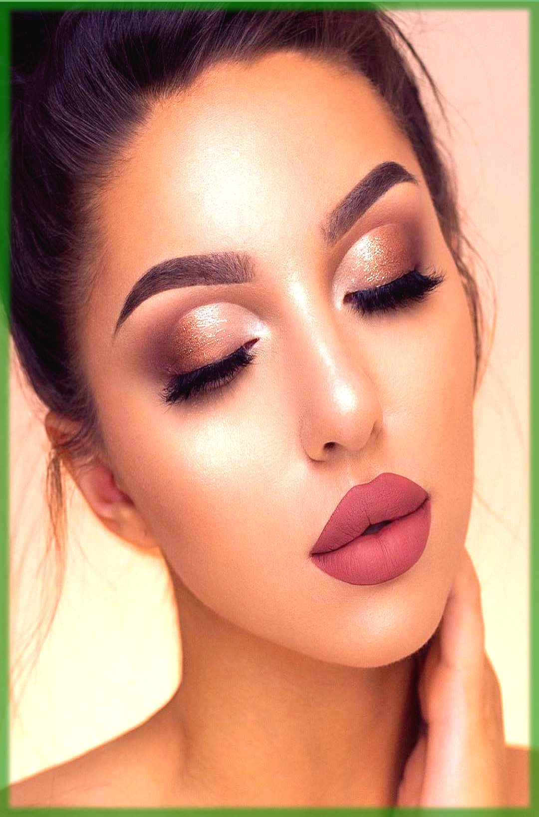 Make your nose look thinner with makeup