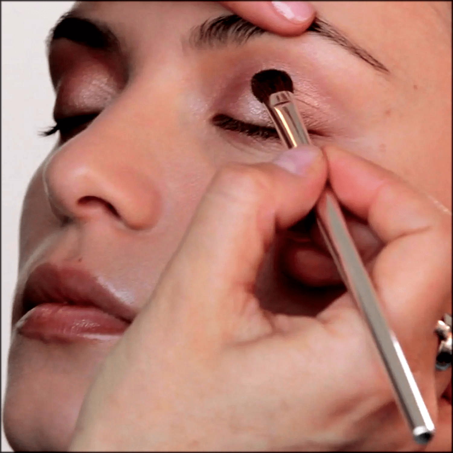 contouring to make Eyes look bigger with makeup