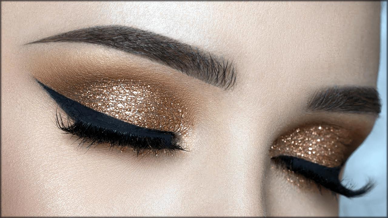 Making eyes bigger with makeup