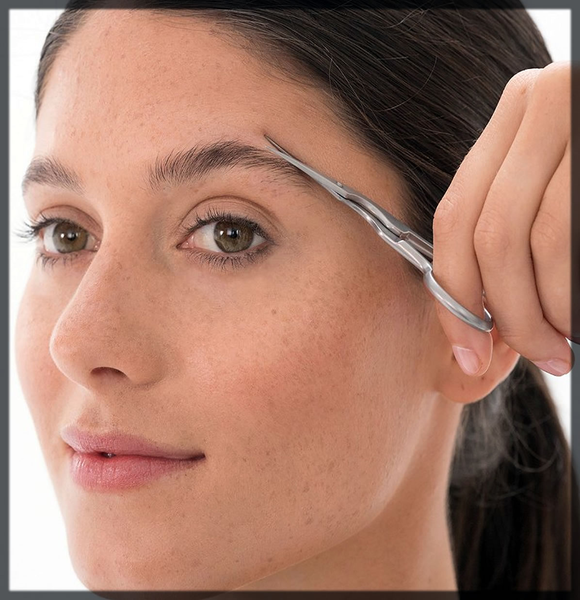 how to remove brows hairs with scissors
