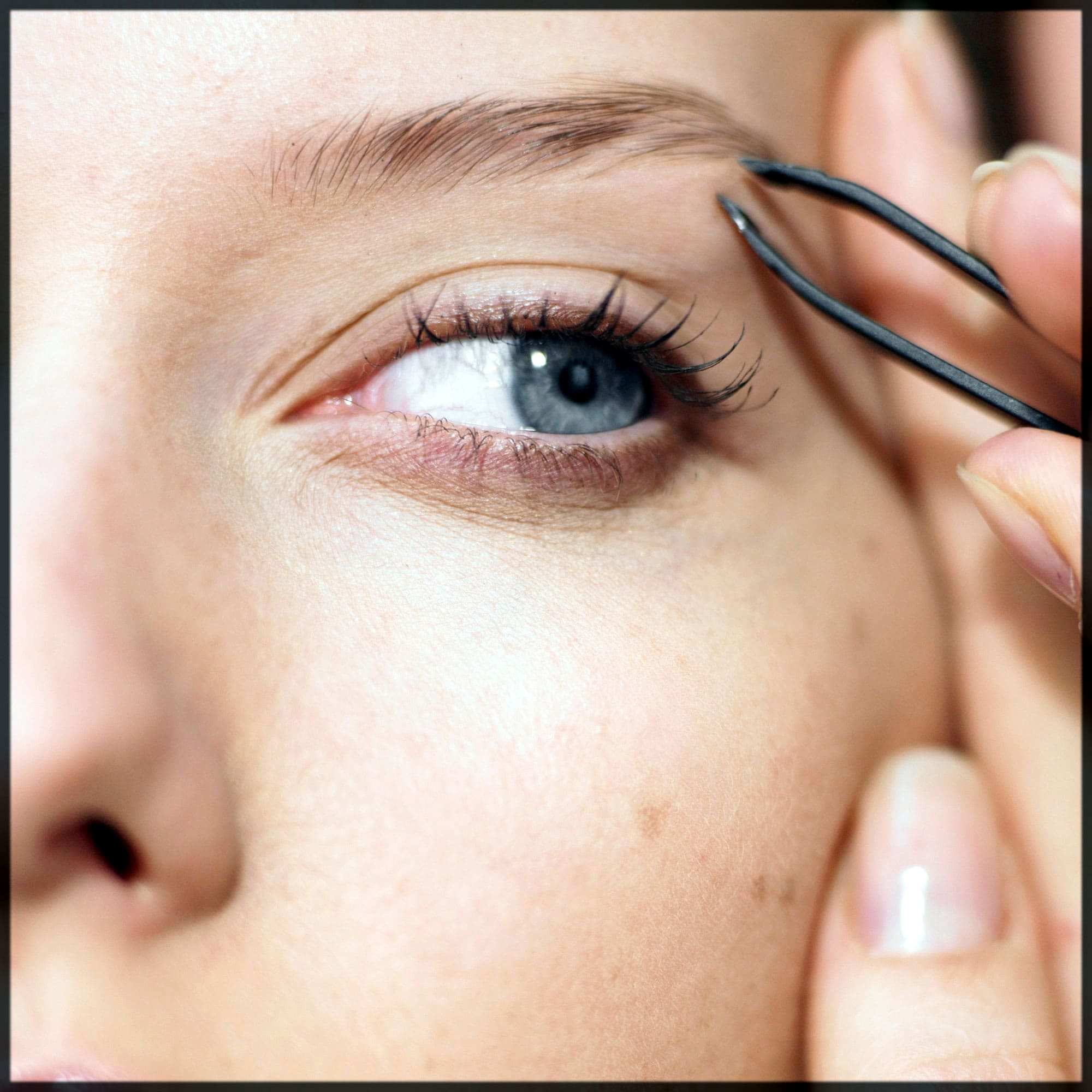 how to shape your eyebrows easily