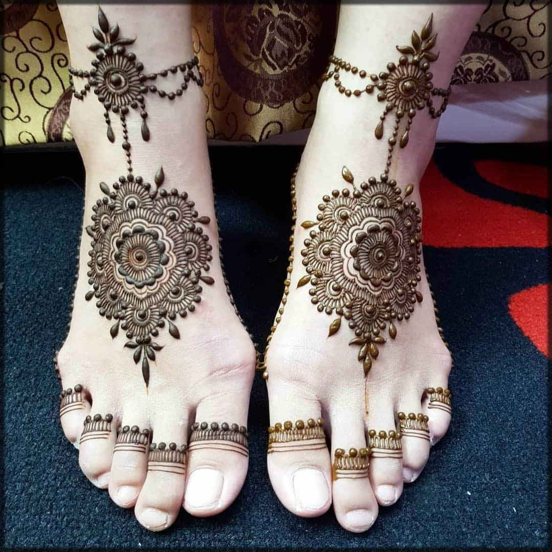 innovative black mehndi design
