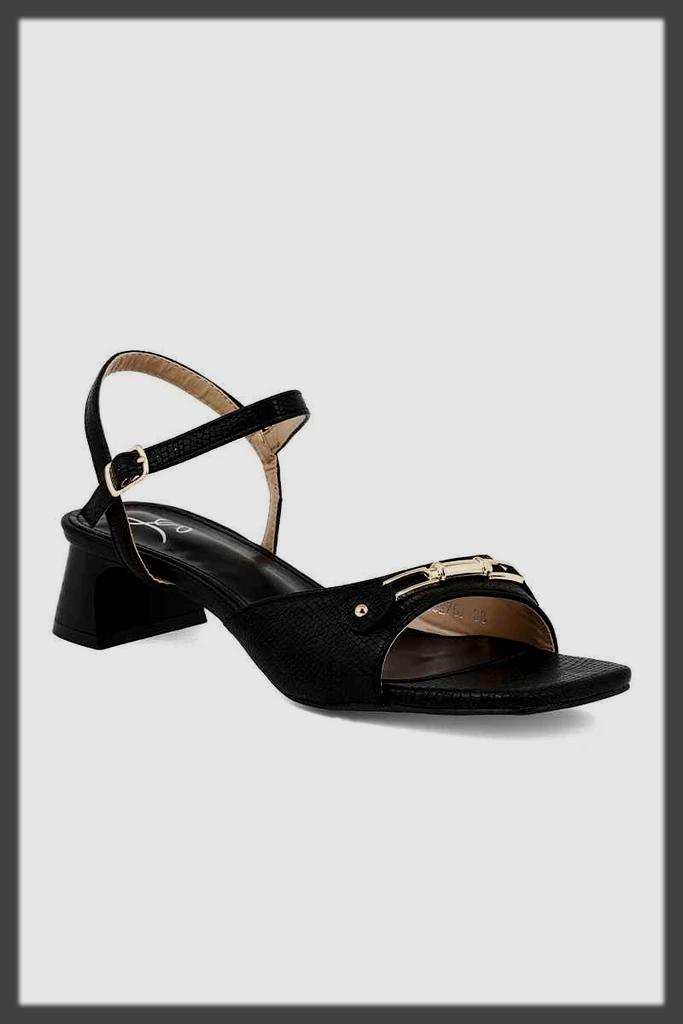 sleek black insignia summer collection