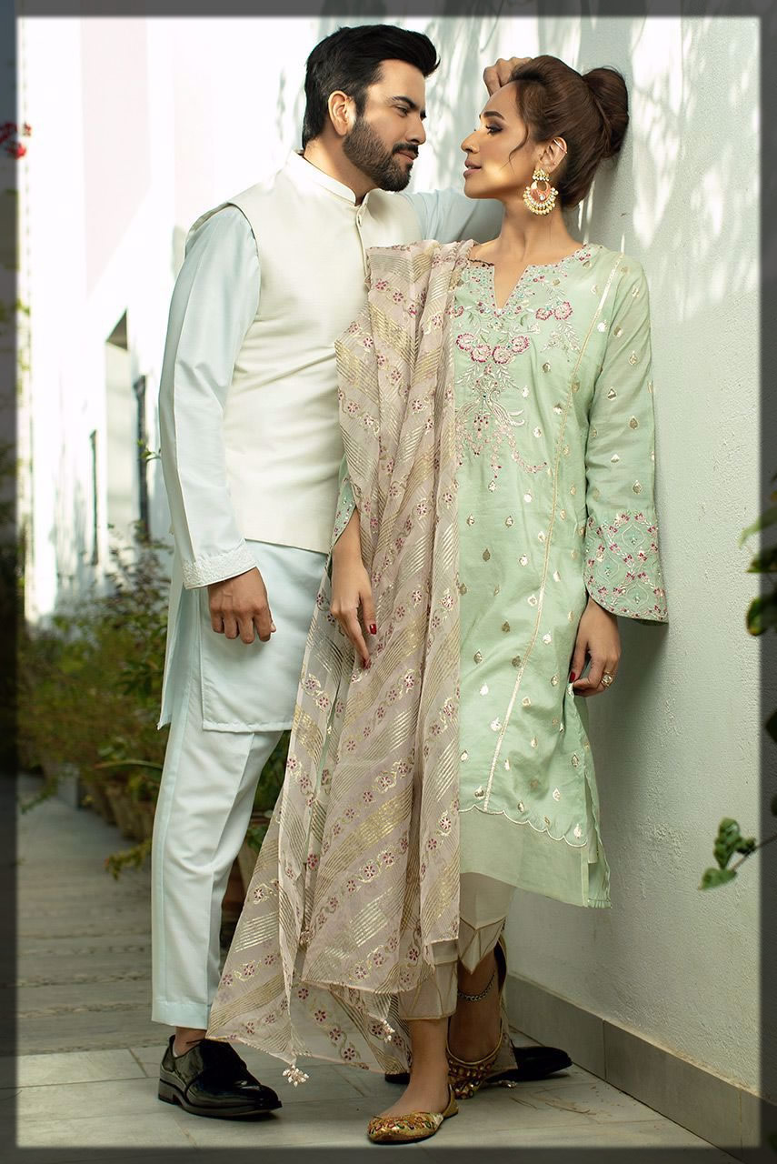 Contrastig green couple outfit