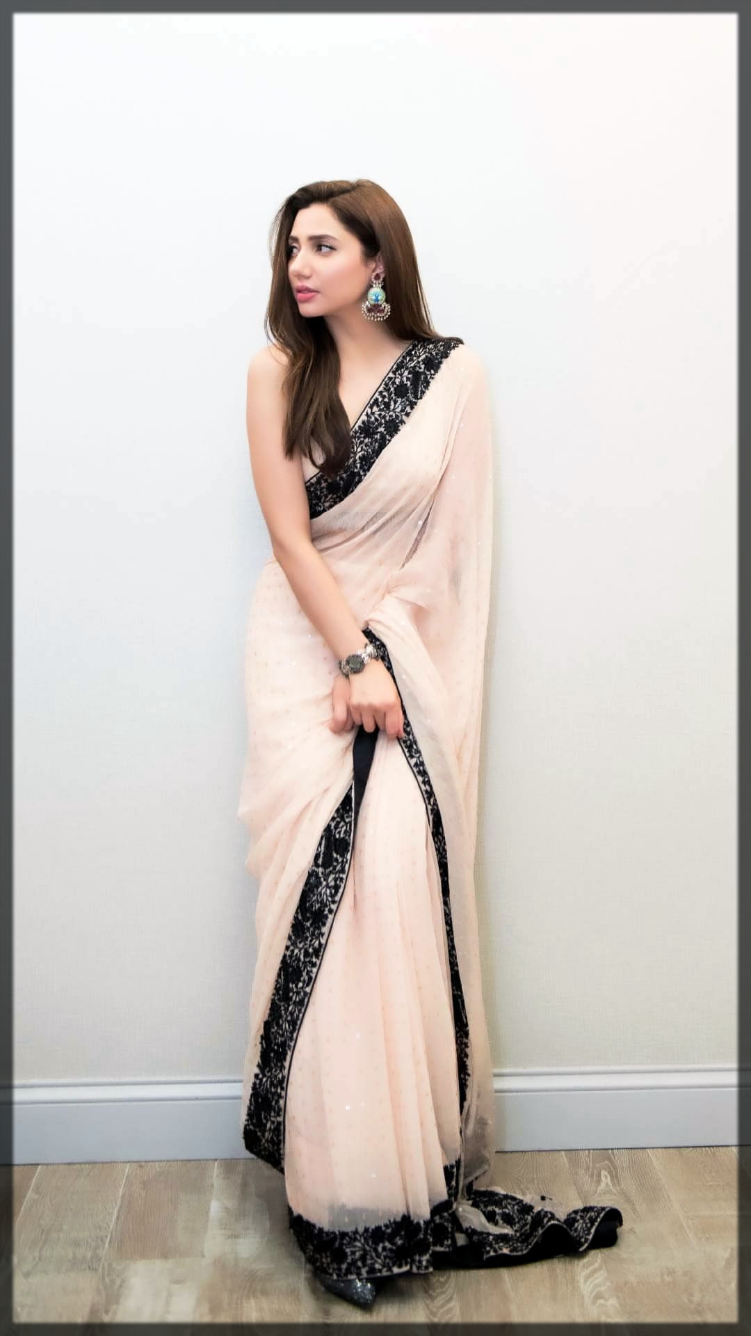 adorable saree design by Nomi Ansari