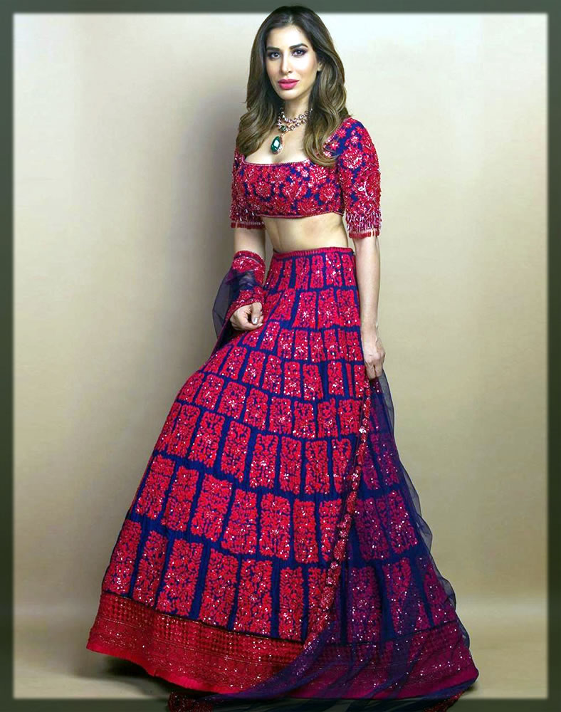 appealing dress by manish malhotra