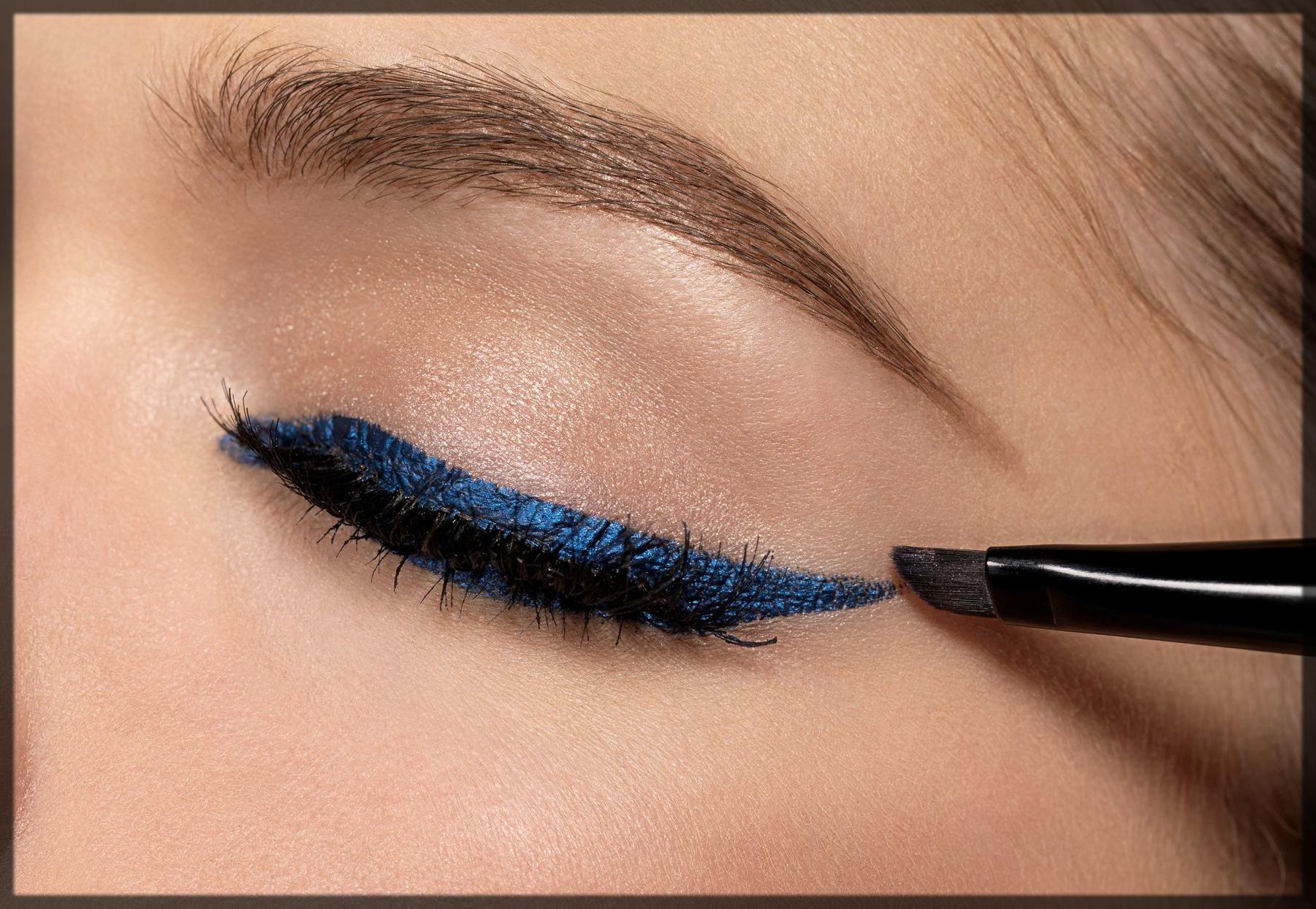 apply eyeliner on to eyes
