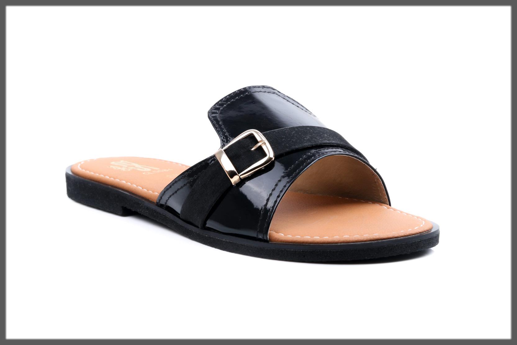 black casual slipper