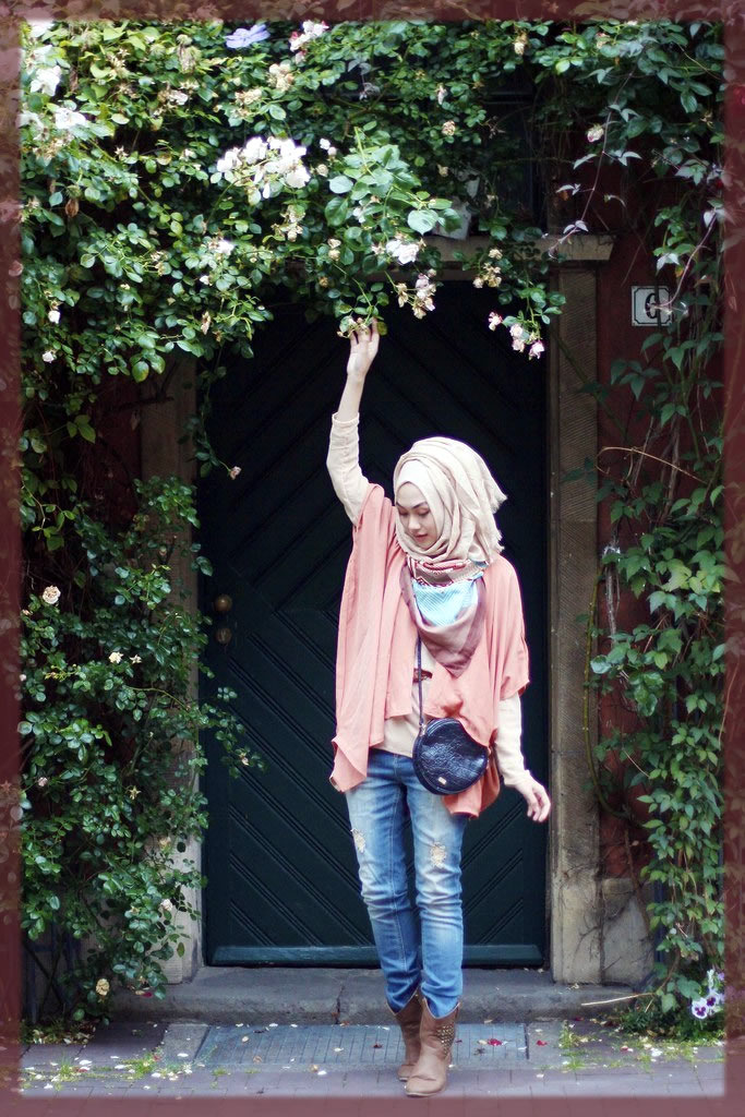 pink hijjab styles with jeans