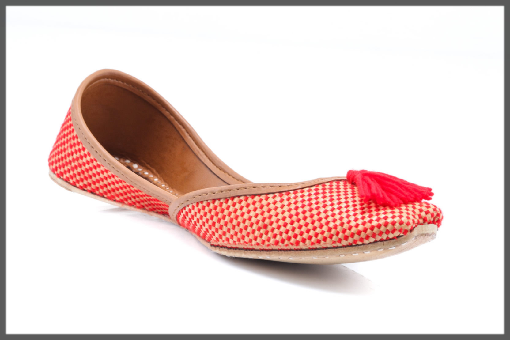 red classic khussa for women