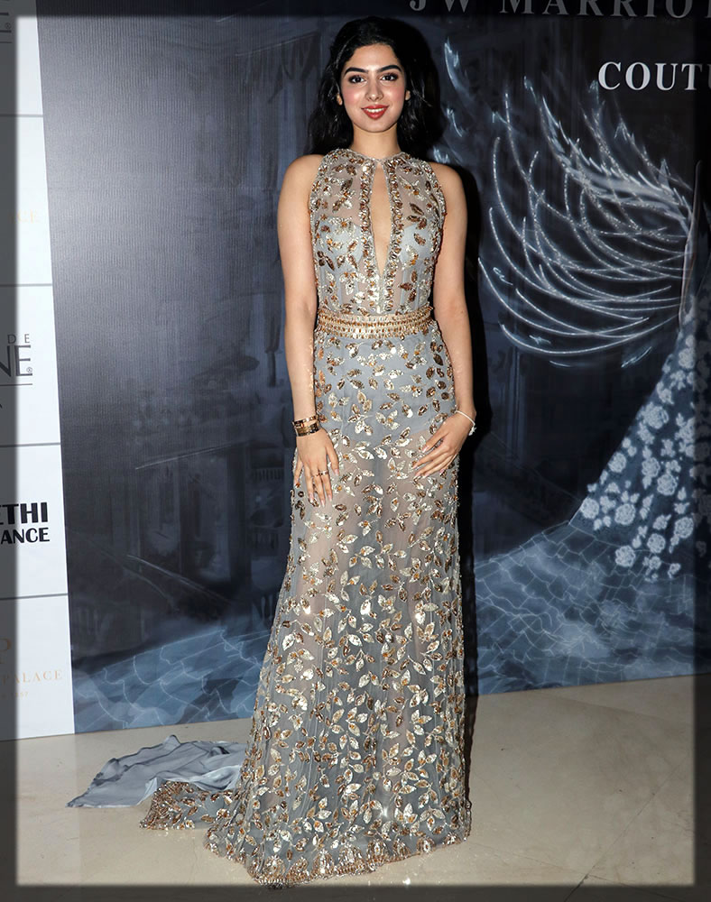 striking dress by manish malhotra