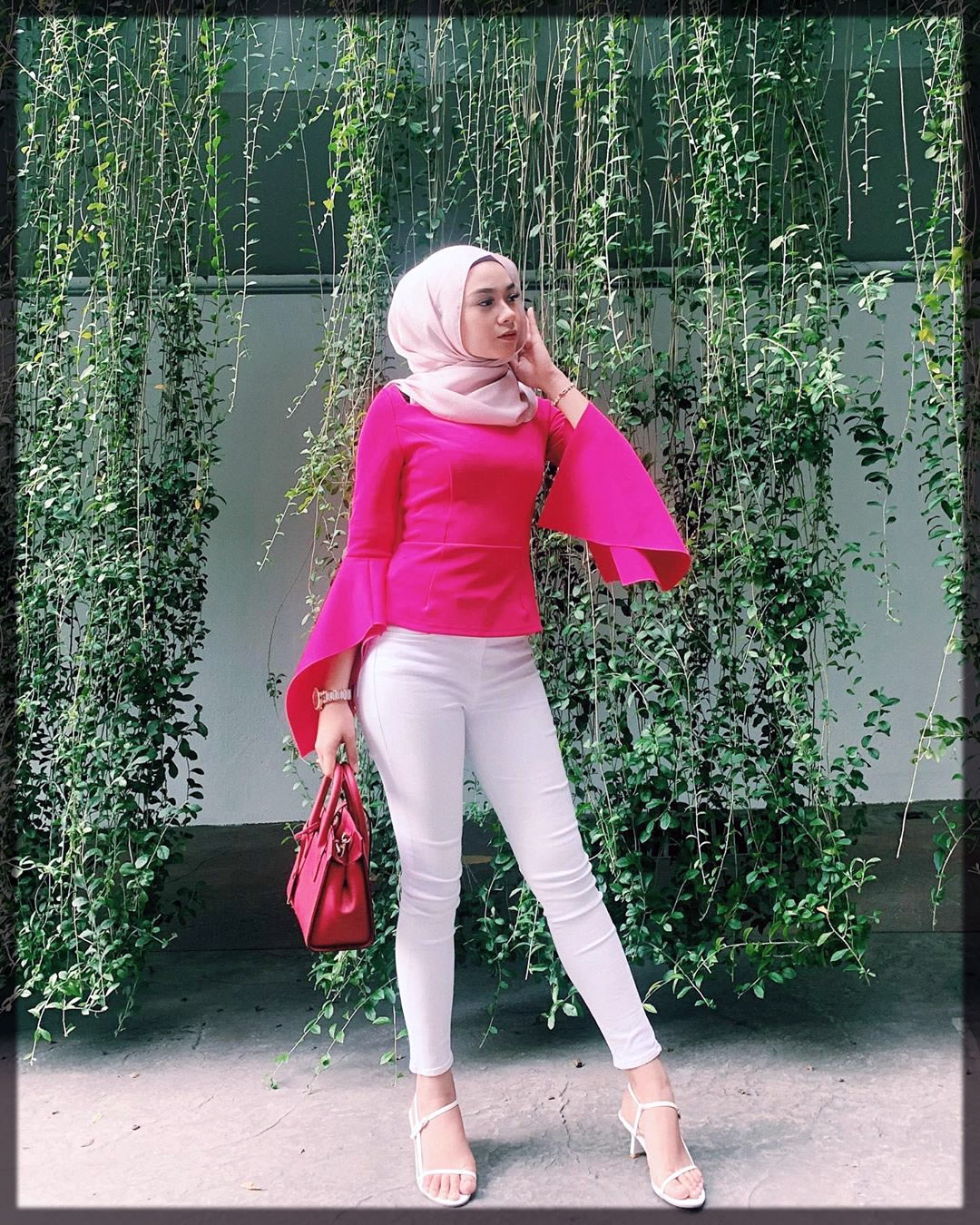 white pant with pink hiajb styles