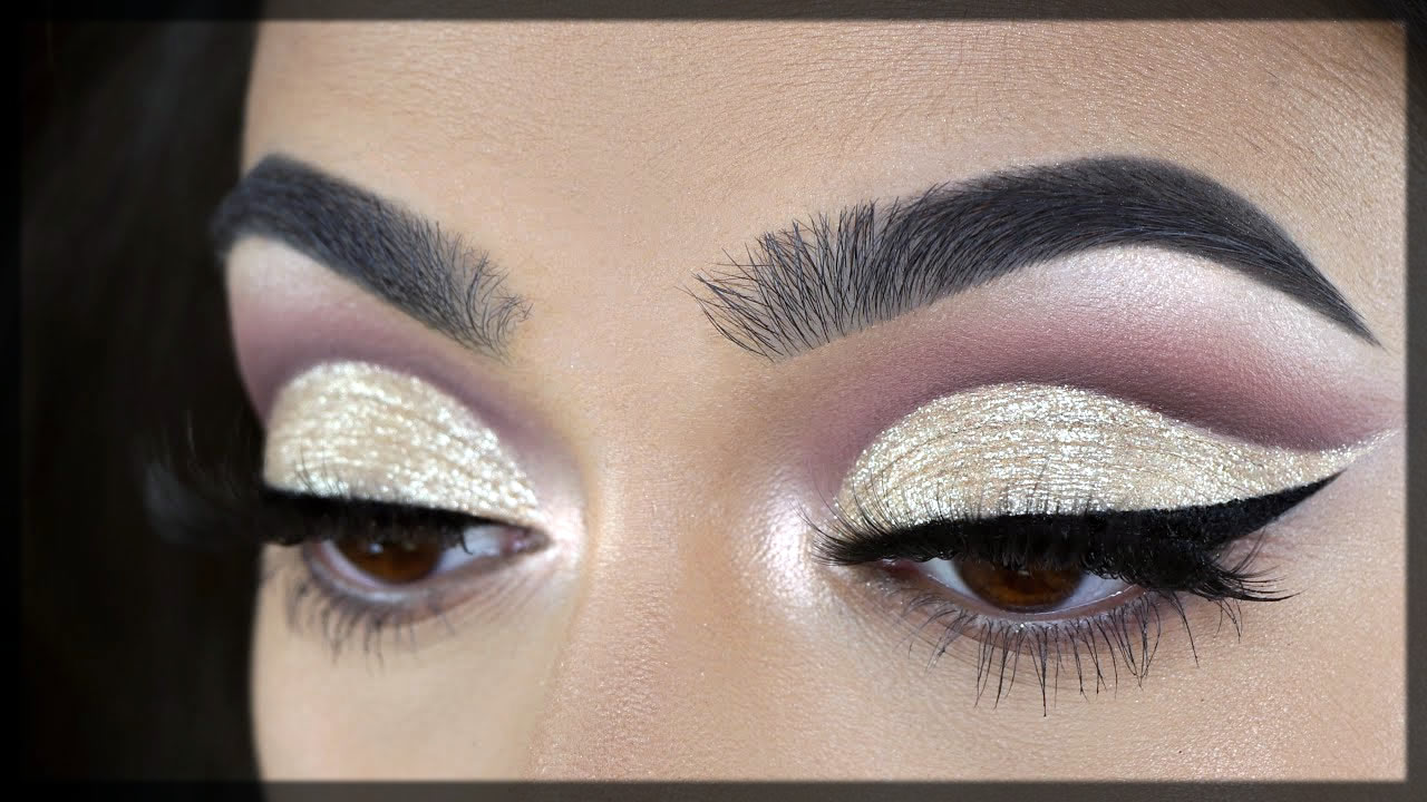 Add Some Glitter To Your Cut Crease