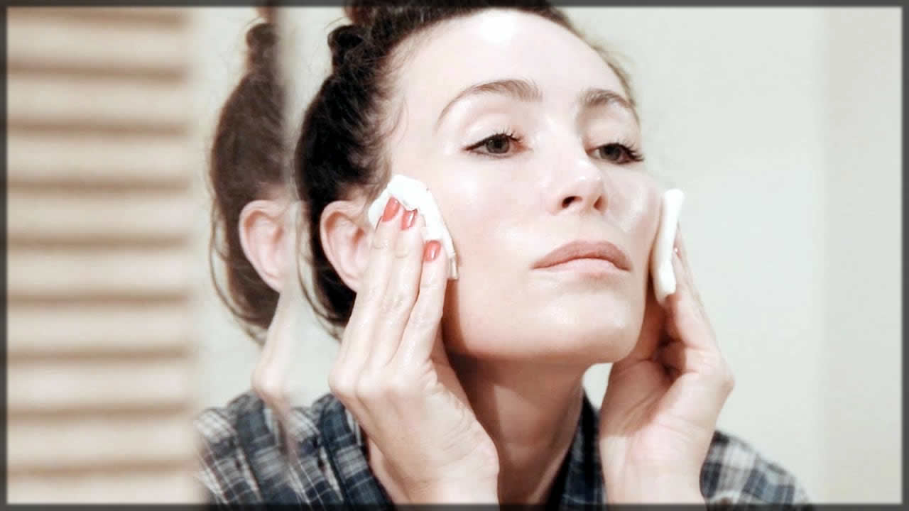 Applying toner to skin for daily care